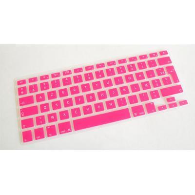 Clavier d'ordinateur portable rose avec touches blanches